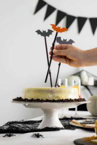 Tarta con decoración de murciélagos